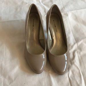 Bandolino Tan Patent Leather Shoes size 7.5